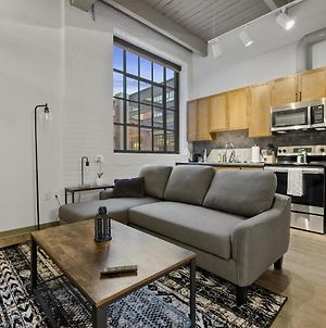 Industrial Loft Apartments In The Beautiful New Superior Building! 205 photos Exterior