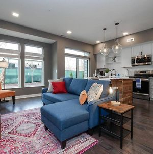 Luxury Condo Minutes From Downtown- D6 photos Exterior