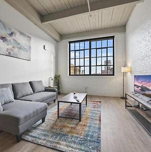 Industrial Loft Apartments In The Beautiful New Superior Building! 320 photos Exterior