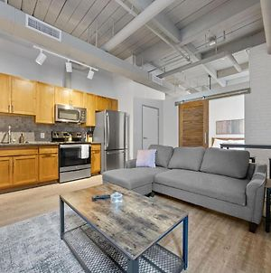 Industrial Loft Apartments In The Beautiful New Superior Building! 313 photos Exterior