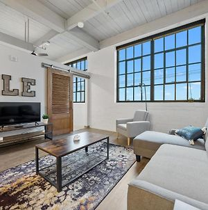 Industrial Loft Apartments In The Beautiful New Superior Building! 304 photos Exterior