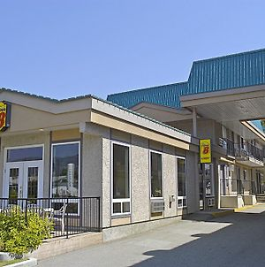 Super 8 Penticton photos Exterior