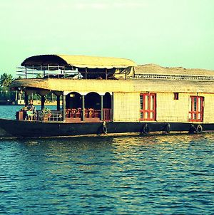 Kumarakom Heritage Houseboats photos Room