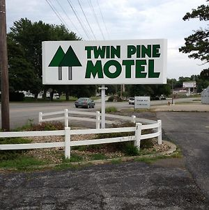 Twin Pine Motel photos Exterior