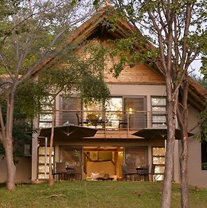 Victoria Falls Safari Suites photos Exterior