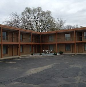 Village Inn Motel Berrien Springs photos Exterior