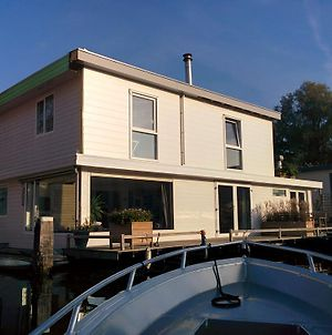 Minties Houseboat photos Exterior