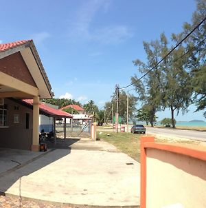 Anggun Beach Guest House photos Exterior