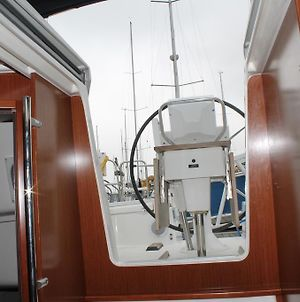 Oceanis 37 Sailing Yacht photos Room