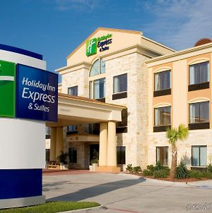 Holiday Inn Express Suites Beeville photos Exterior