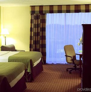 Saddle Brook Hotel photos Room