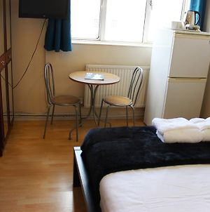 Commercial Road Homestay photos Room