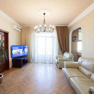 Apartment On Nezavisimosti 42 With A Living Room And Three Bedrooms photos Exterior