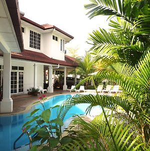 Rumah Putih Bed & Breakfast Near Klia & Klia 2 photos Exterior