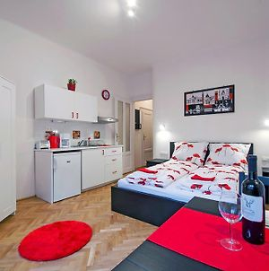 Parking, Ac, Wifi Flat Next To Andrassy Ave photos Room
