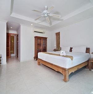 Karon Hill Villa 12 photos Room