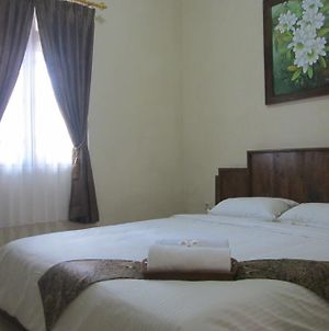 Larasati Guest House photos Room