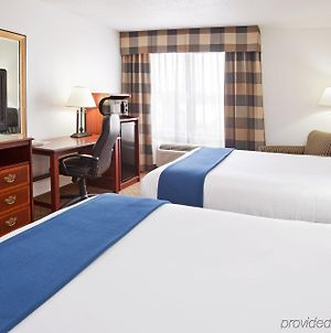 Holiday Inn Express & Suites Alliance photos Room