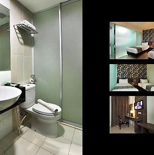 The Green Hotel Bekasi photos Room