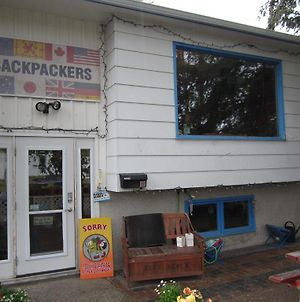 Beez Kneez Bakpakers photos Exterior