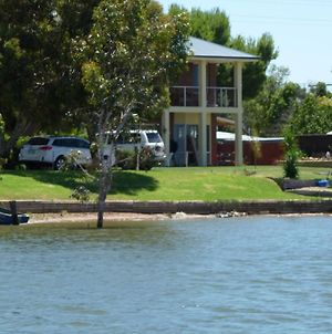 Lake Boga Waterfront Holiday House photos Room