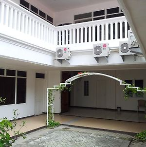 Loxy Inn Surabaya photos Exterior