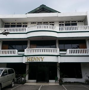Henny Executive Homestay photos Exterior