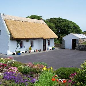An Caladh Gearr Thatch Cottage photos Exterior