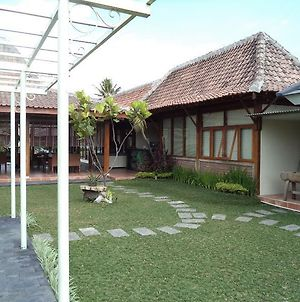 Villa And Warung Sawah Gondang Legi photos Exterior