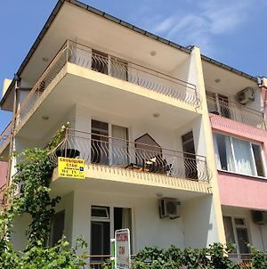 Kazlarov Guest House photos Exterior