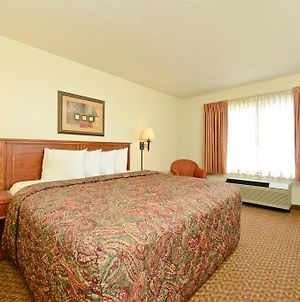 Americas Best Value Inn And Suites Overland Park photos Room