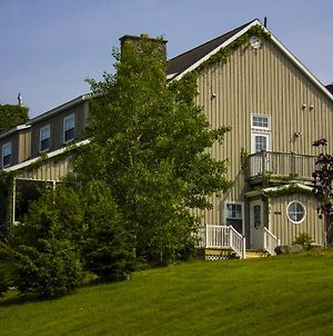 Chanterelle Inn & Cottages Featuring Restaurant 100 Km photos Exterior