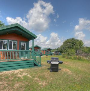 Lake Conroe Queen Studio Cabin 6 photos Exterior
