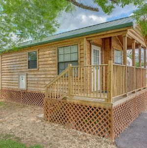 Lake Conroe One Bedroom Cabin 4 photos Exterior