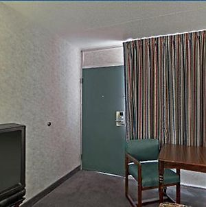 Americas Best Value Inn & Suites Memphis Graceland photos Room