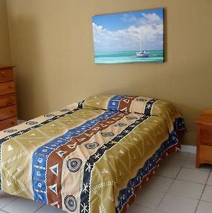 Belize Hutz photos Room