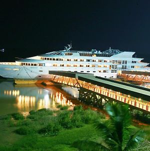 Vintage Luxury Yacht Hotel photos Exterior