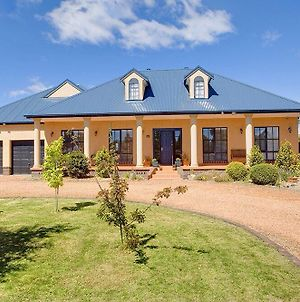 Stately Bowral Designer Home photos Exterior