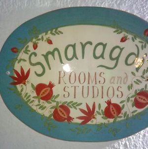 Smaragdi Rooms And Studios photos Exterior