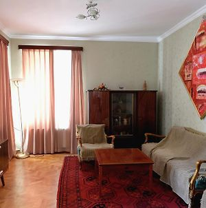 Cozy 1Br Apt In Old Part Of Tbilisi photos Exterior