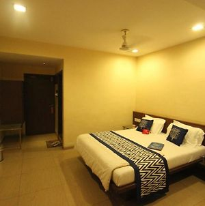 Oyo Rooms Lal Darwaja Road photos Exterior