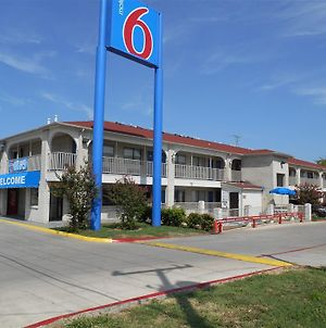 Motel 6 San Antonio-Splashtown photos Exterior