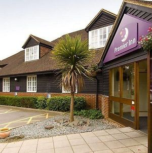 Premier Inn Woking West - A324 photos Exterior
