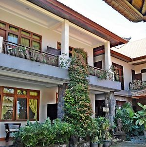 Yulia 2 Homestay Sanur photos Exterior