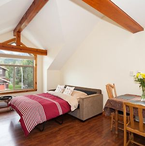 Summer Special At Beautiful Pemberton Valley 1 Bedroom Suite Wifi Free Parking Cable Tv Gorgeous Front Window Views Of Mount Currie And Walk To Village Of Pemberton And Shops And Restaurants photos Exterior