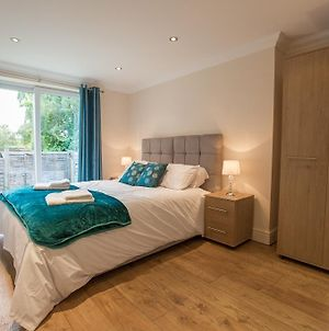 Ideal Chelmsford Serviced Moulsham Apartment 2 Bed Perfect For Broomfield Hospital Chelmsford City Centre Shopping A12 photos Exterior