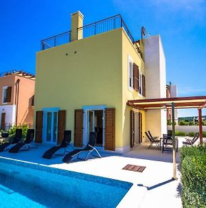 Vila Yellow photos Exterior
