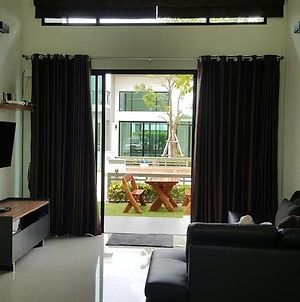 Shalom Casa Seaside Rayong photos Exterior