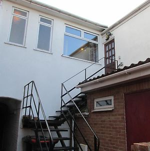 Linslade Apartment - For Groups And Contractors photos Exterior