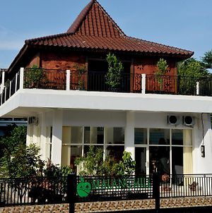 Malang Hill Gallery & Homestay photos Exterior